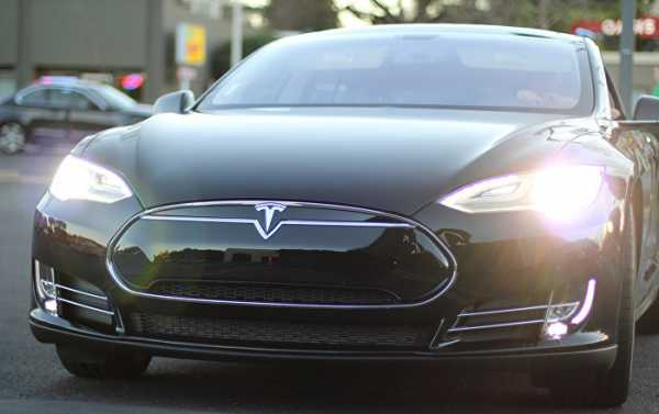 WATCH Self-Driving Tesla Hit Russian-Made Robot in US