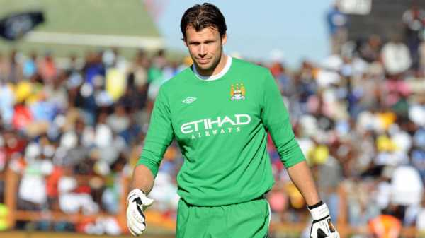 Can Man City sign a goalkeeper after Claudio Bravo's injury?