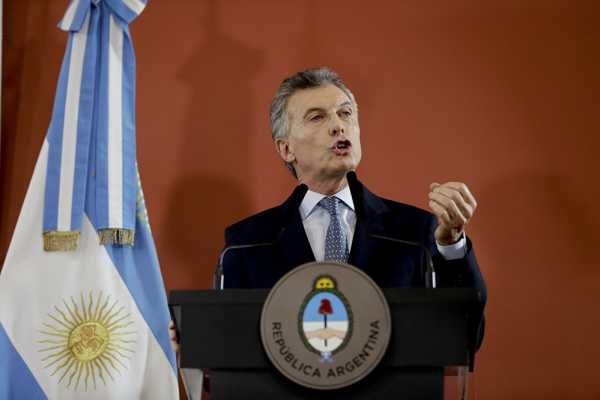 Argentina's Peso Drops by Almost 11% After Slight Improvement - Bank Data