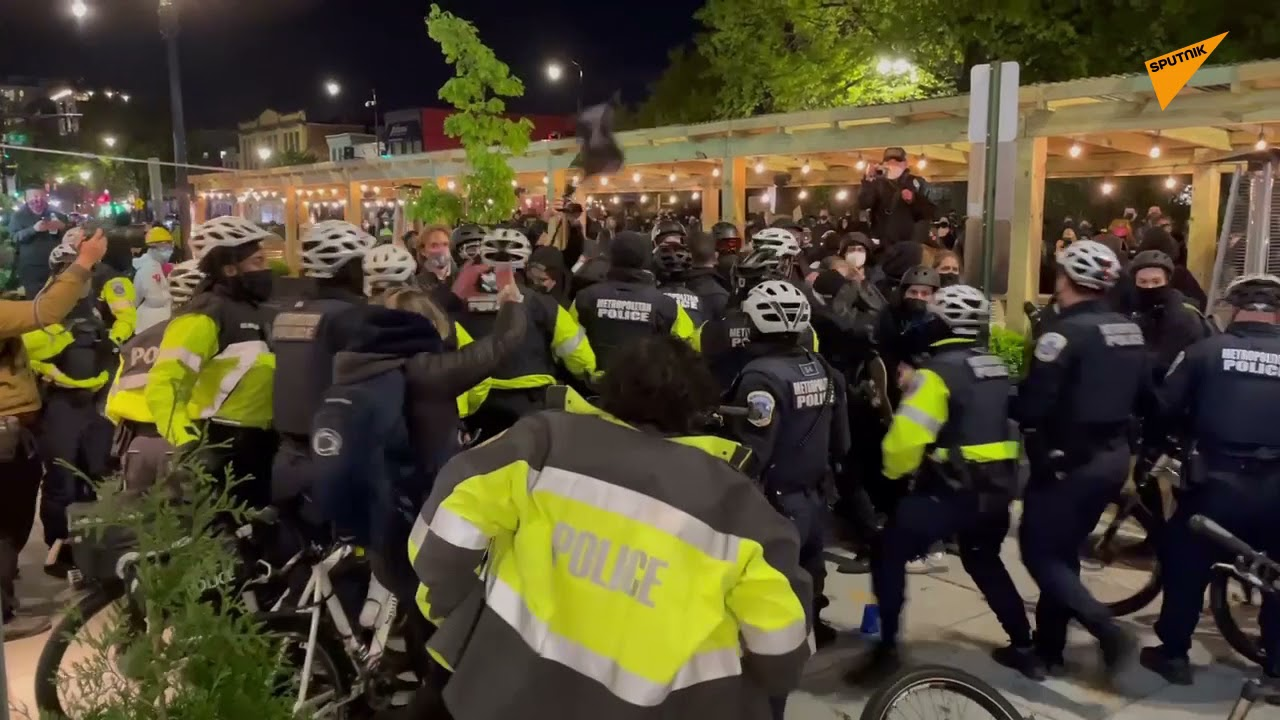 Clashes Occur Between BLM Protesters and Police in Washington, DC – Videos